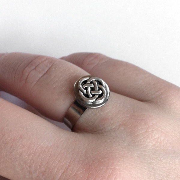 Womens Stainless Steel Celtic Knot Ring