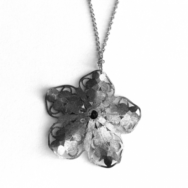 Trendy Cute Necklace Silver Flower Pendant Back
