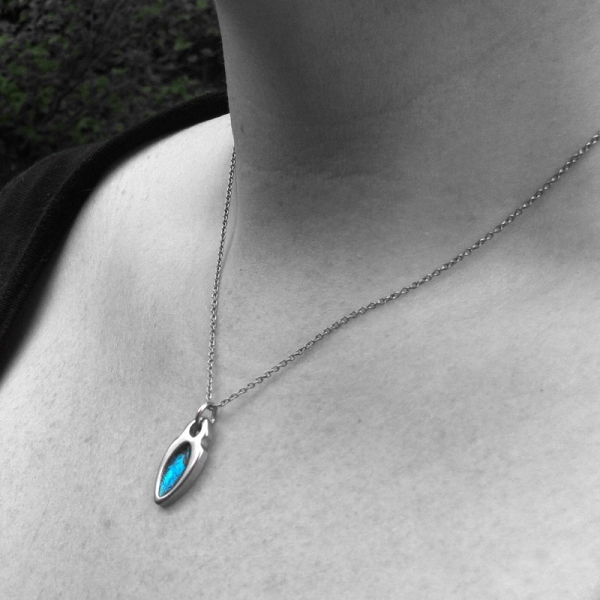 Eyecatching Trendy Pointed Oval Pendant on Steel Necklace Chain